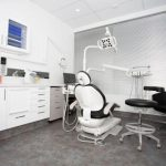 Perth emergency dental room with chairs, tables, computer, monitor screens, and all the stuffs used by dentist which is considered as one of the dental clinic of eDental Perth.