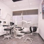 Perth emergency dentistry room with chairs, tables, computer, monitor screens, and all the stuffs used by dentist which is considered as one of the dental clinic of eDental Perth.