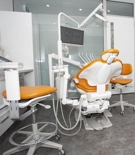 Emergency dentistry Perth office with chairs, tables, computer, monitor screens, and other tools to be used for dental procedures at eDental Perth.